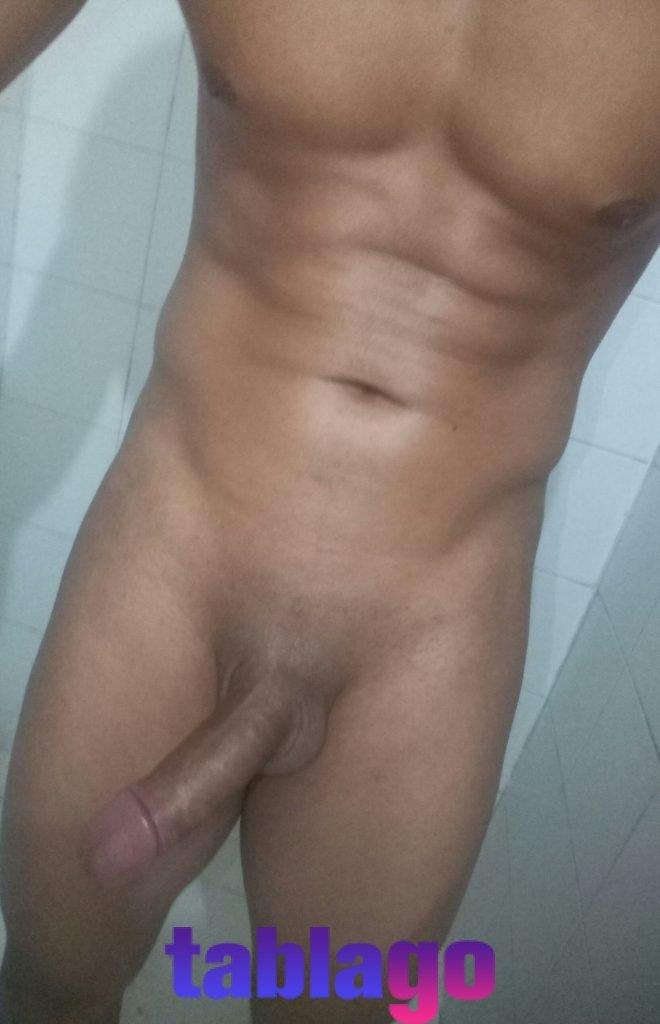 Sexy modelo de buena higiene de cuerpo fitness